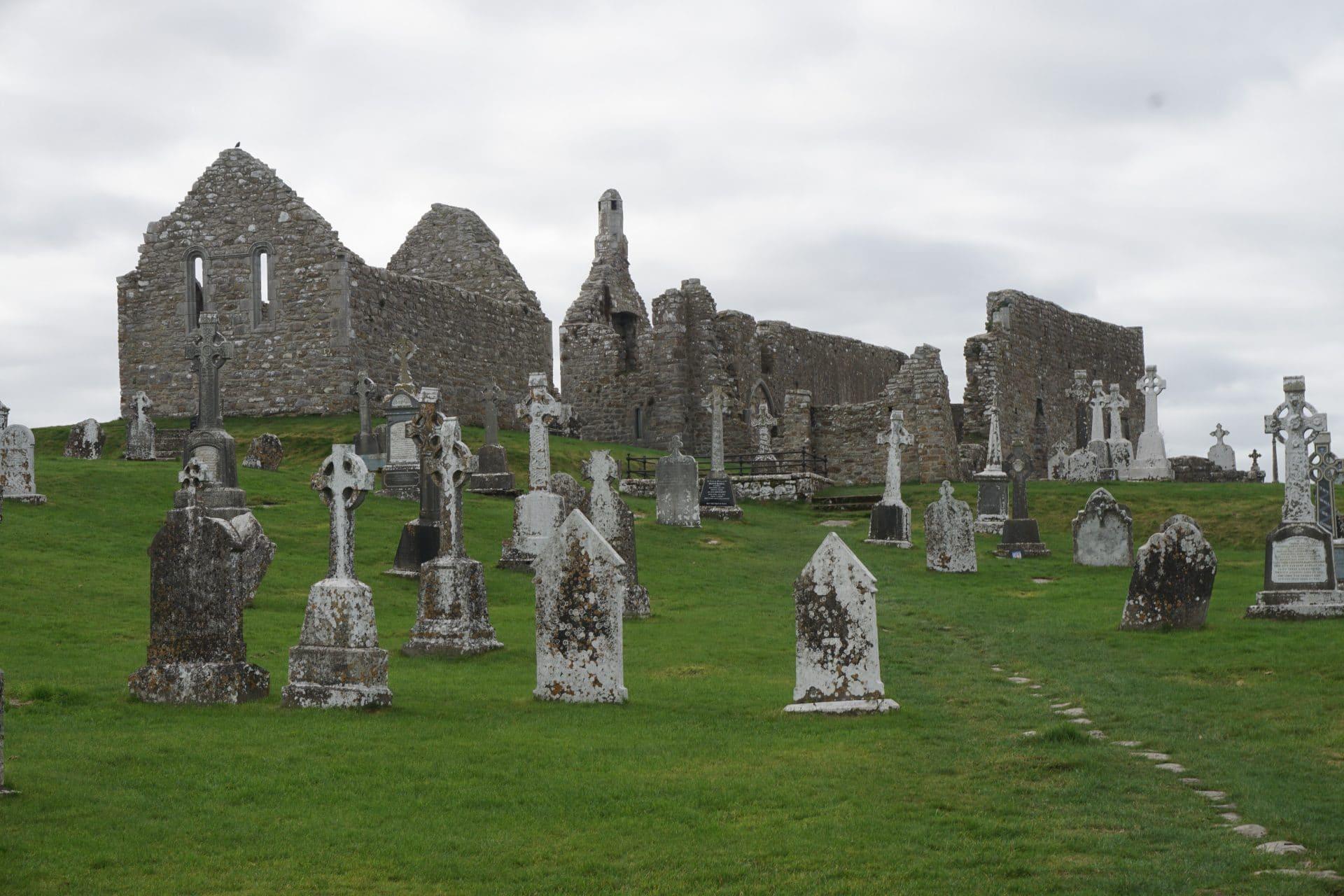 irlande-Monastere-de-Clonmacnoise-goyav