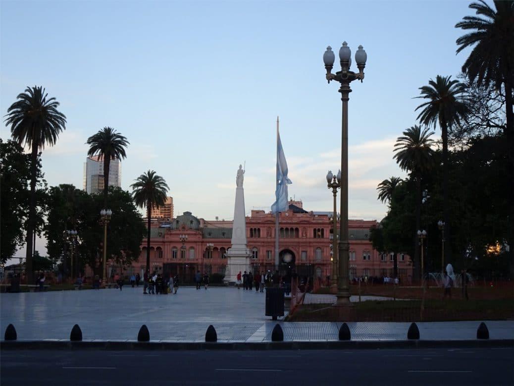 argentine-buenos-aires-Plaza-de-Mayo-goyav