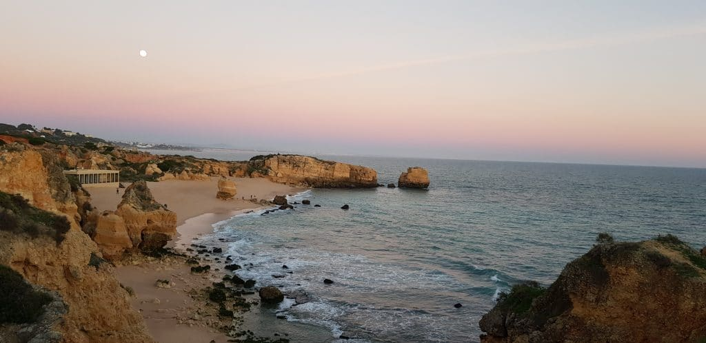 portugal-PRAIA-DE-SAO-RAFAEL-goyav