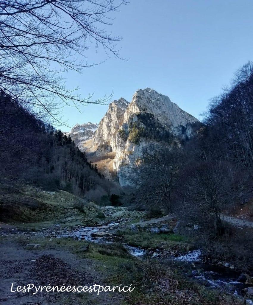 Randonnee-vers-le-Lac-d-Ansabere-dans-les-Pyrenees-goyav