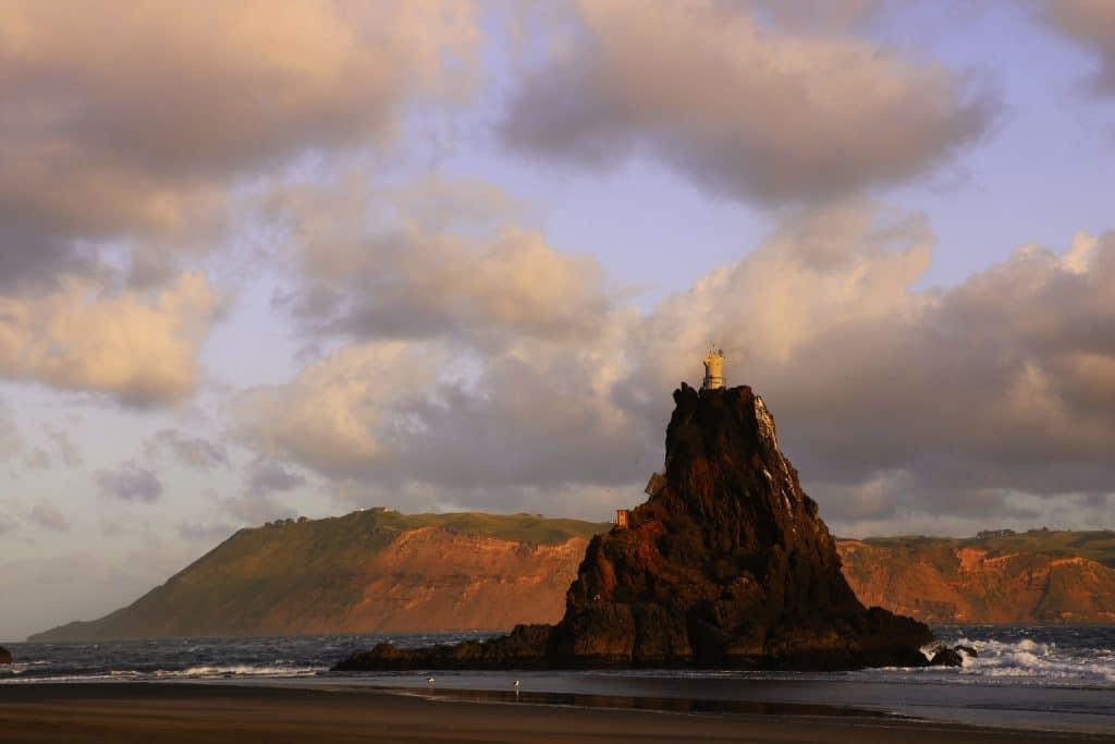 Un Lieu de Tournage : la plage Karekare, au Sud de Piha en Nouvelle Zélande