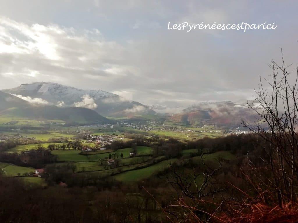 Le Mont Baigura enneigé au Pays Basque