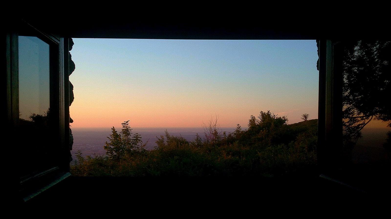 sunset vallée d'aspe cabane