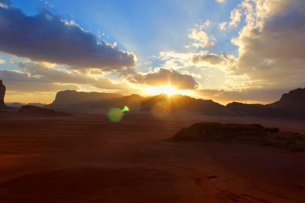 wai-rum-desert-jordanie-couche-de-soleil