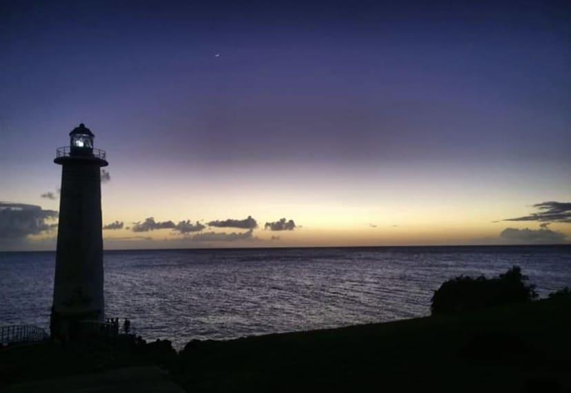 Couché de soleil sur le phare de Vieux fort