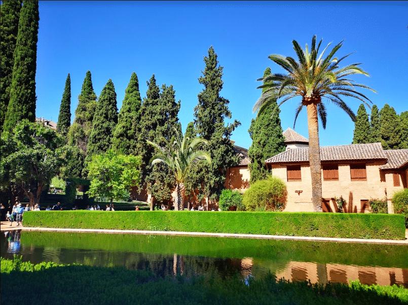 en se baladant dans l'alhambra road trip andalousie