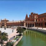 lac de la plaza des espana seville