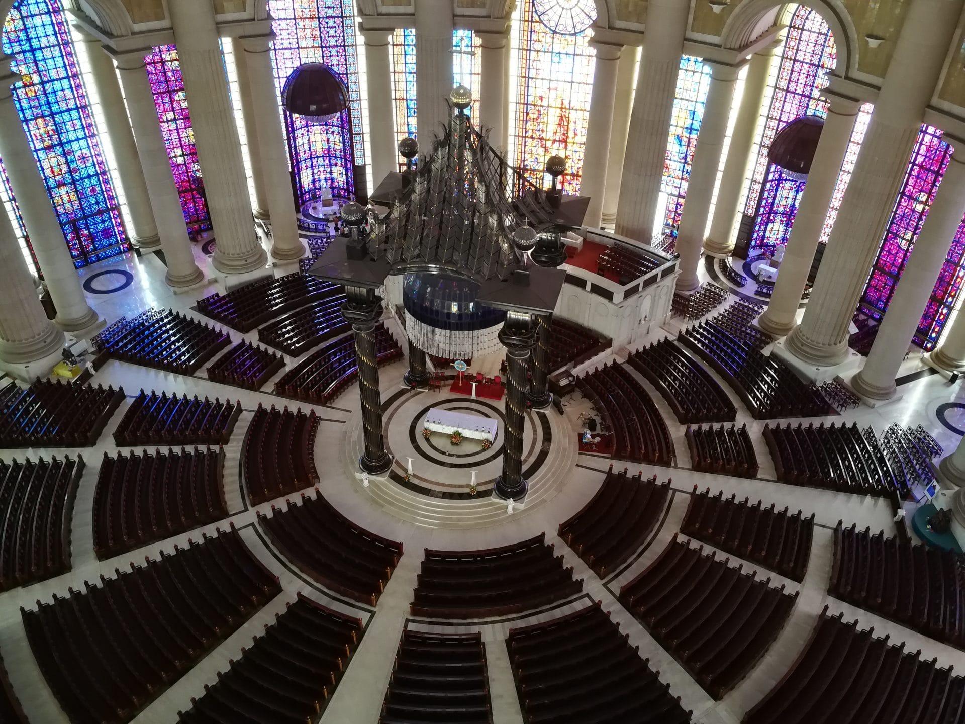 intérieur basilique Notre Dame de la Paix yamoussoukro