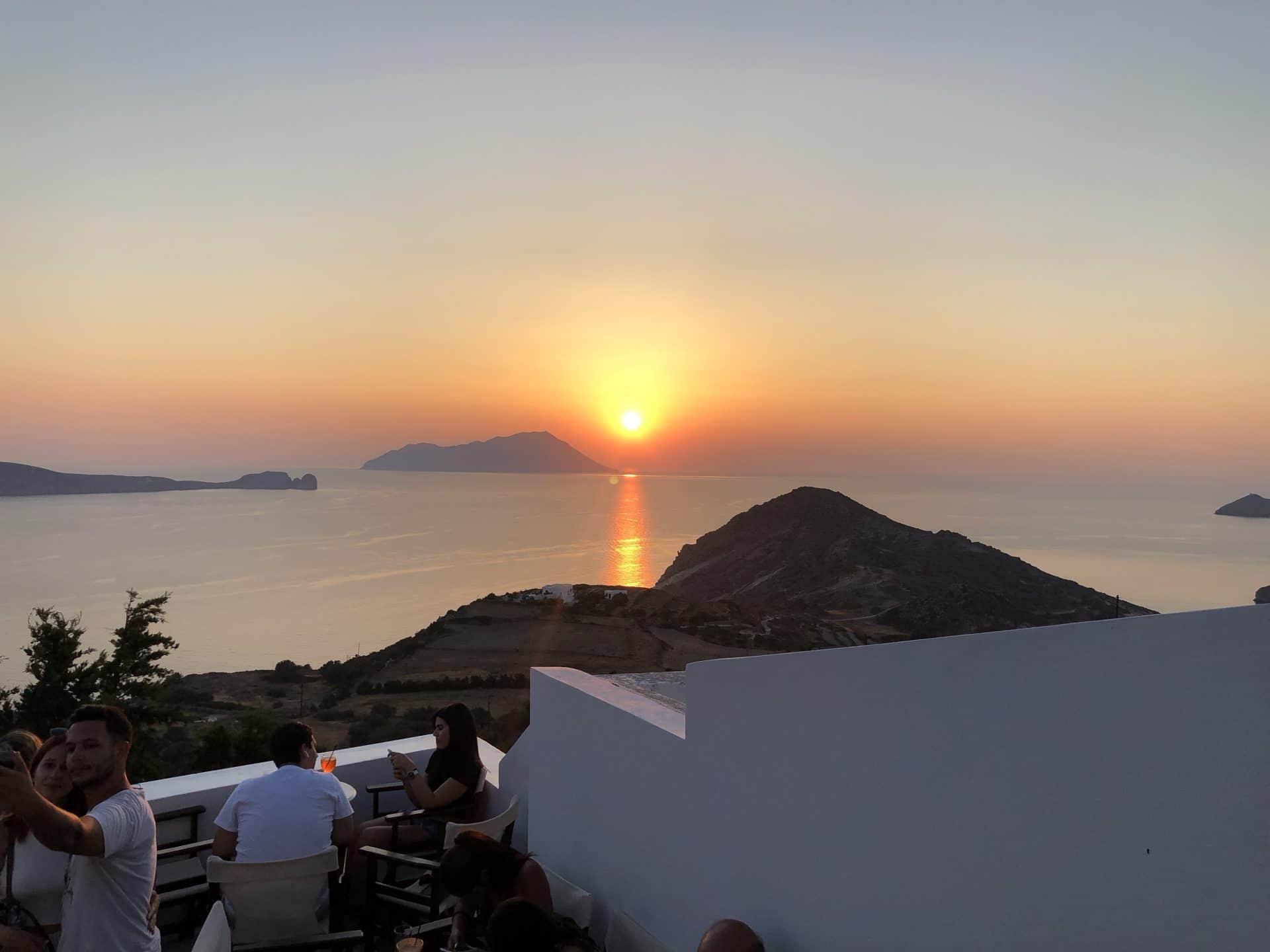 Couché de soleil sur Plaka Grèce