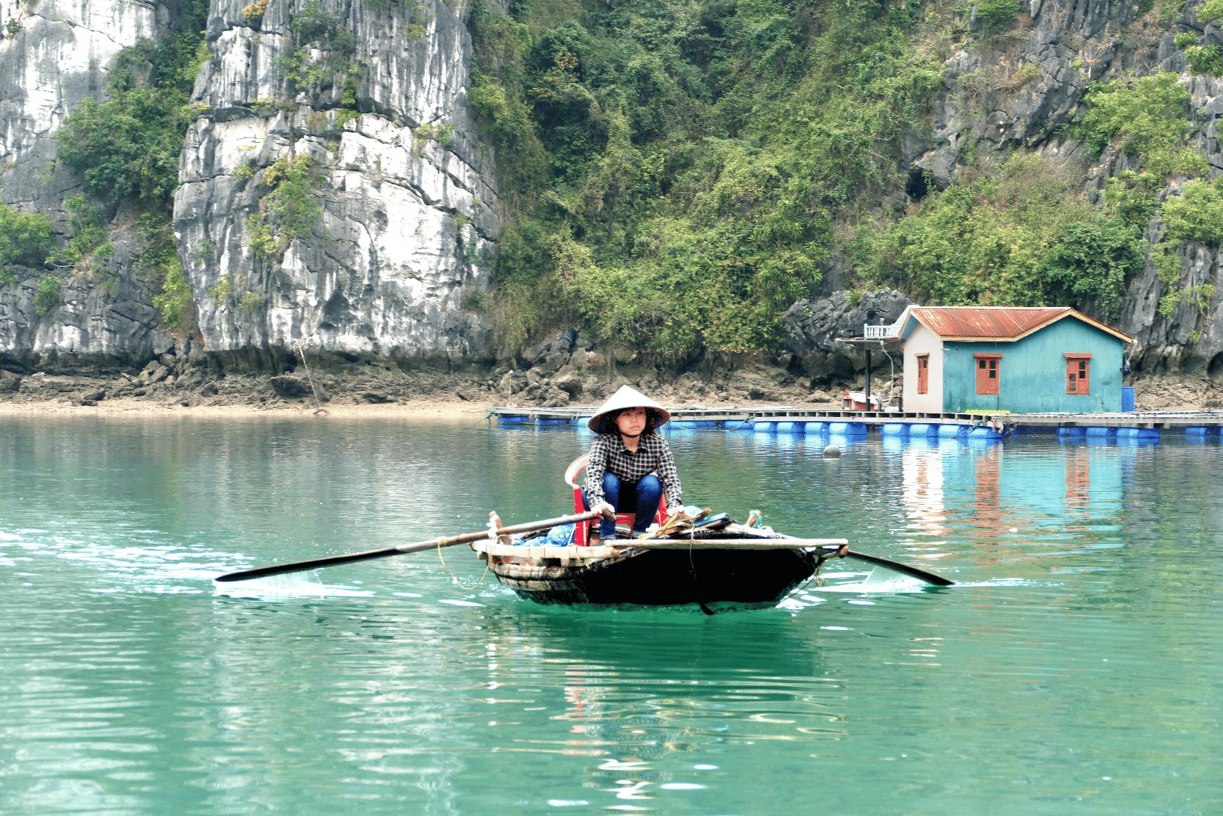Canoe sur la Baie Halong