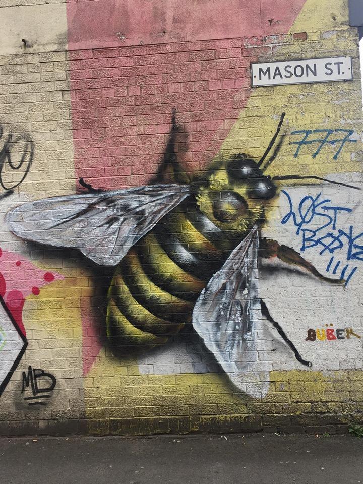 street art abeille manchester