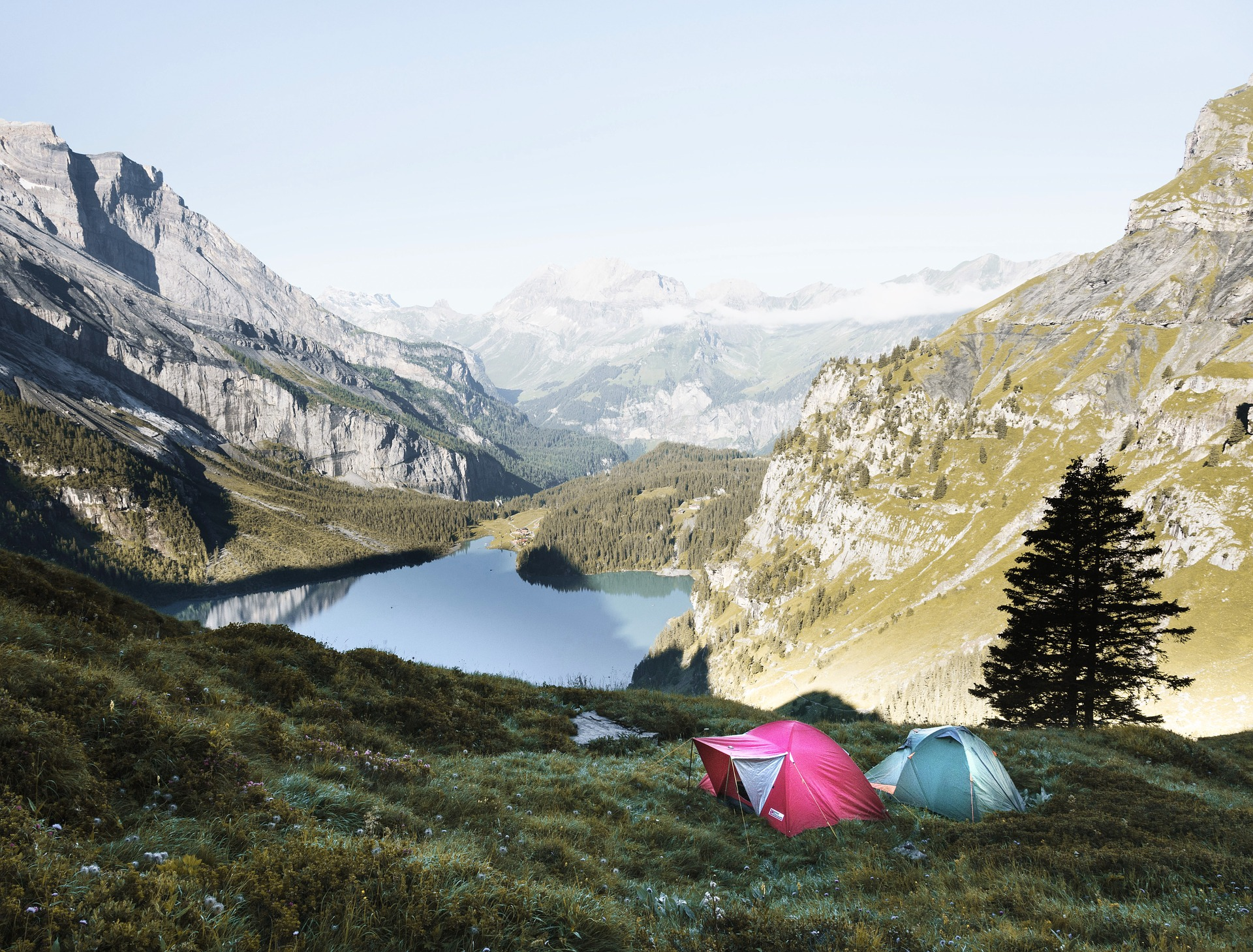 Camping equipement road trip paysage montagne