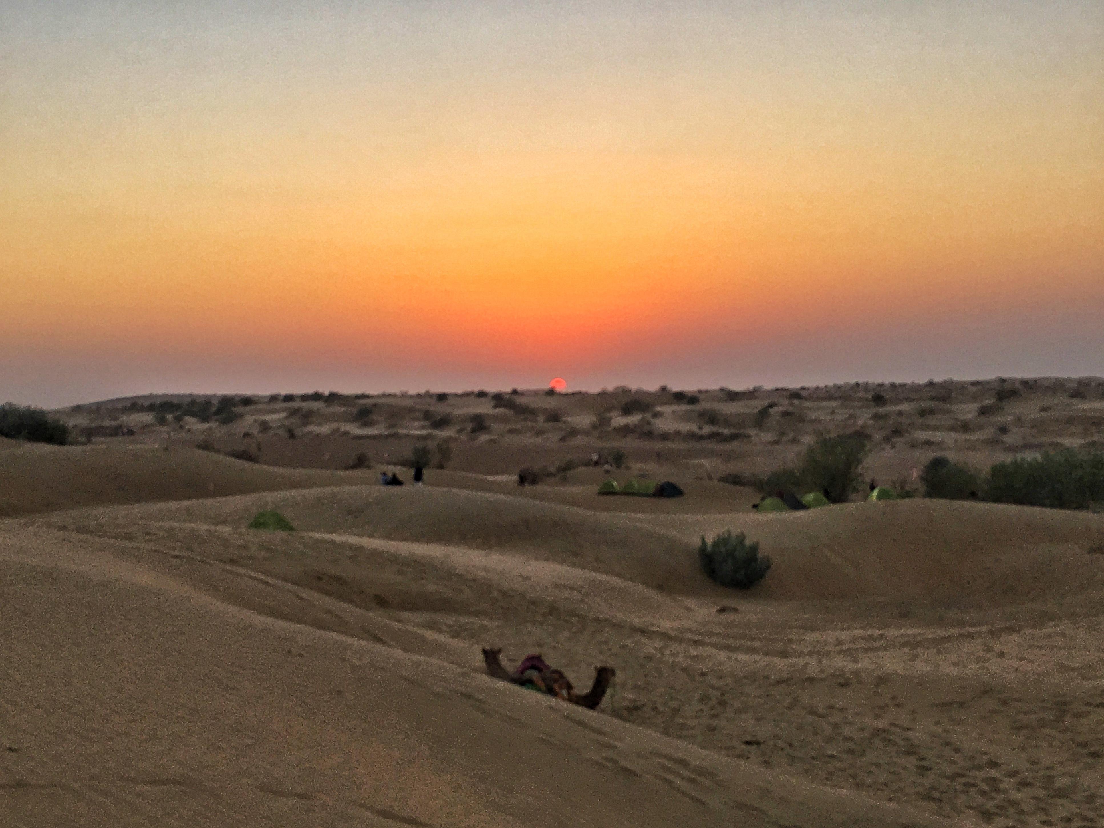Couché de soleil dans le désert