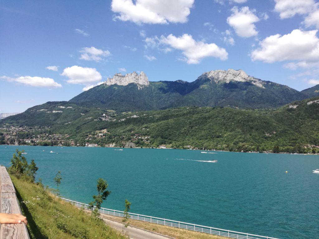 Lac D'annecy bleu turquoise
