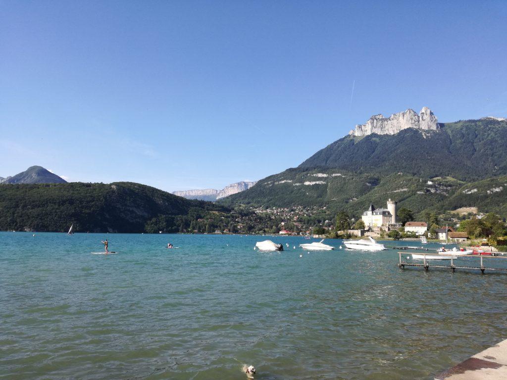 vacances au lac annecy eglise vue