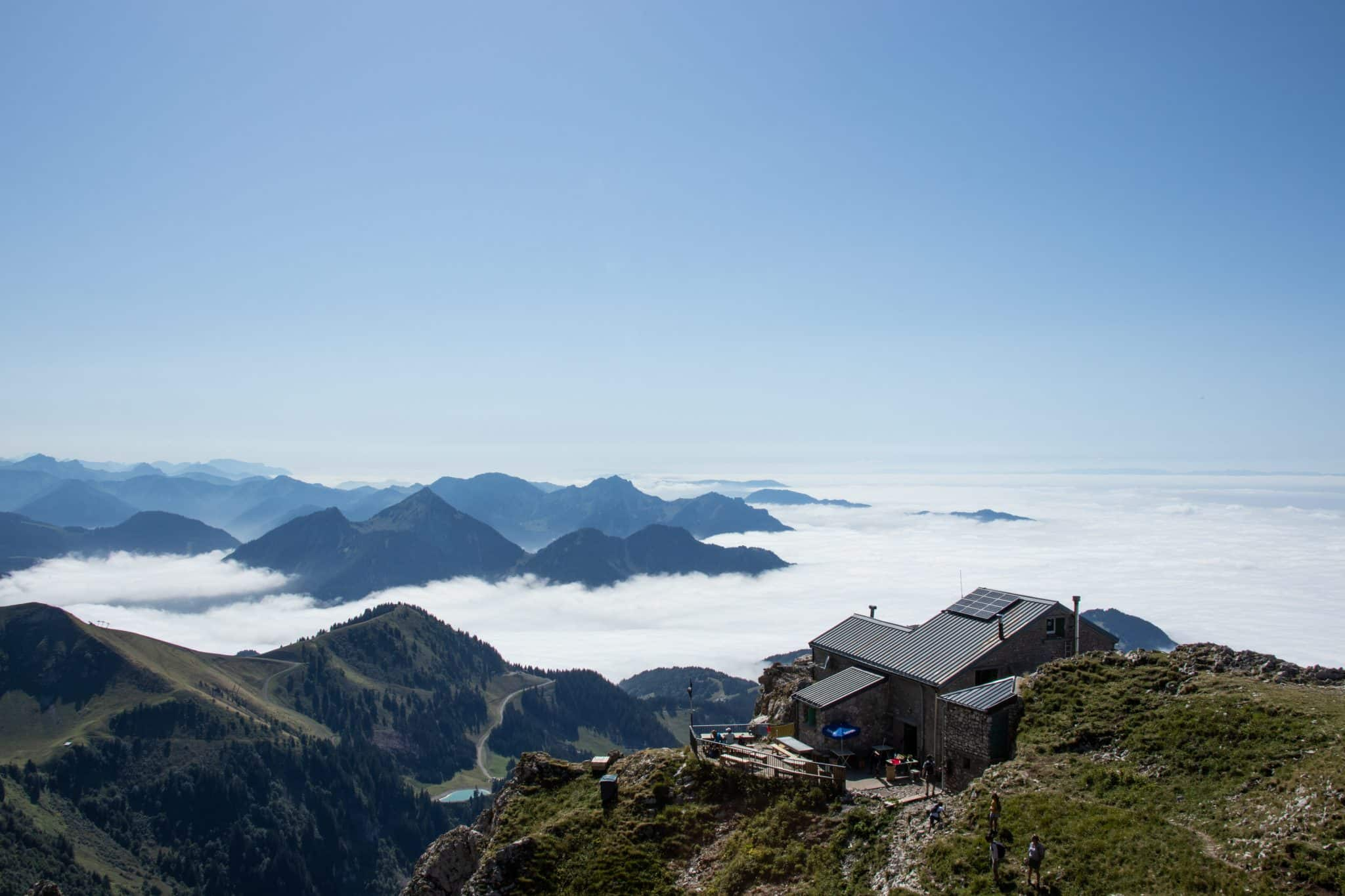 Une randonnée sur la magnifique dent d'Oche en Haute-Savoie