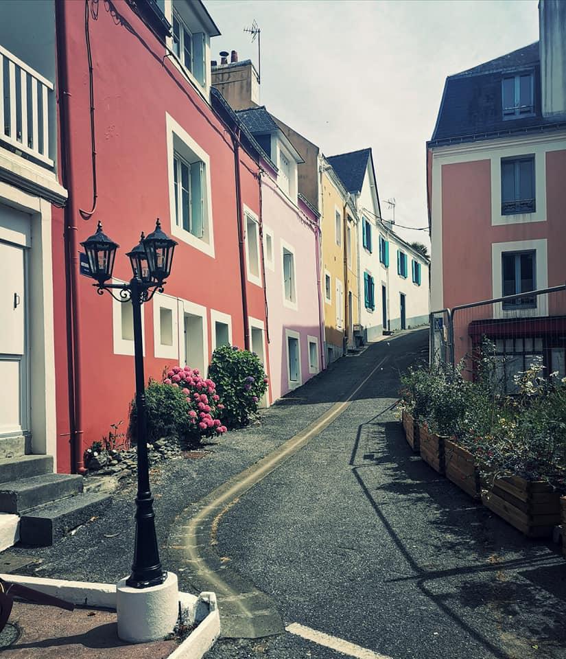 Sauzon Visiter Belle ile en mer maisons colorées
