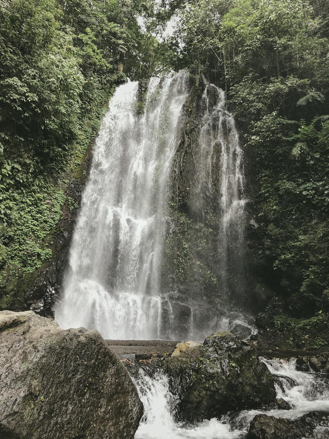Partir seule à bali cascade Munduk