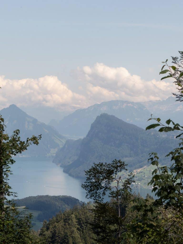 Vue sur le lac depuis la montagne mont Pilatus