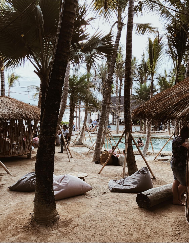partir seule a bali spot plage piscine paradisiaque