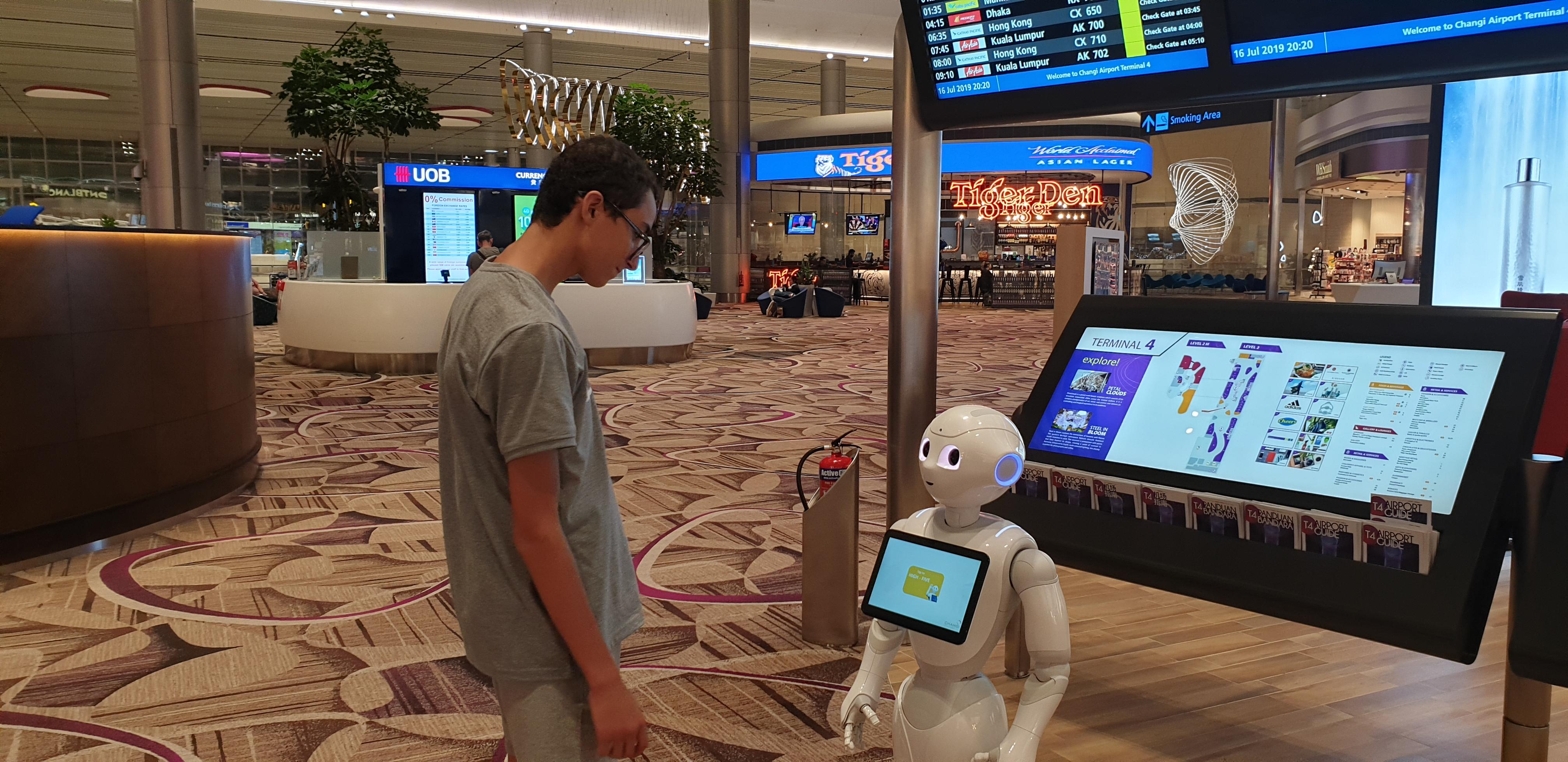 terminal 4 aéroport de changi singapour Robot