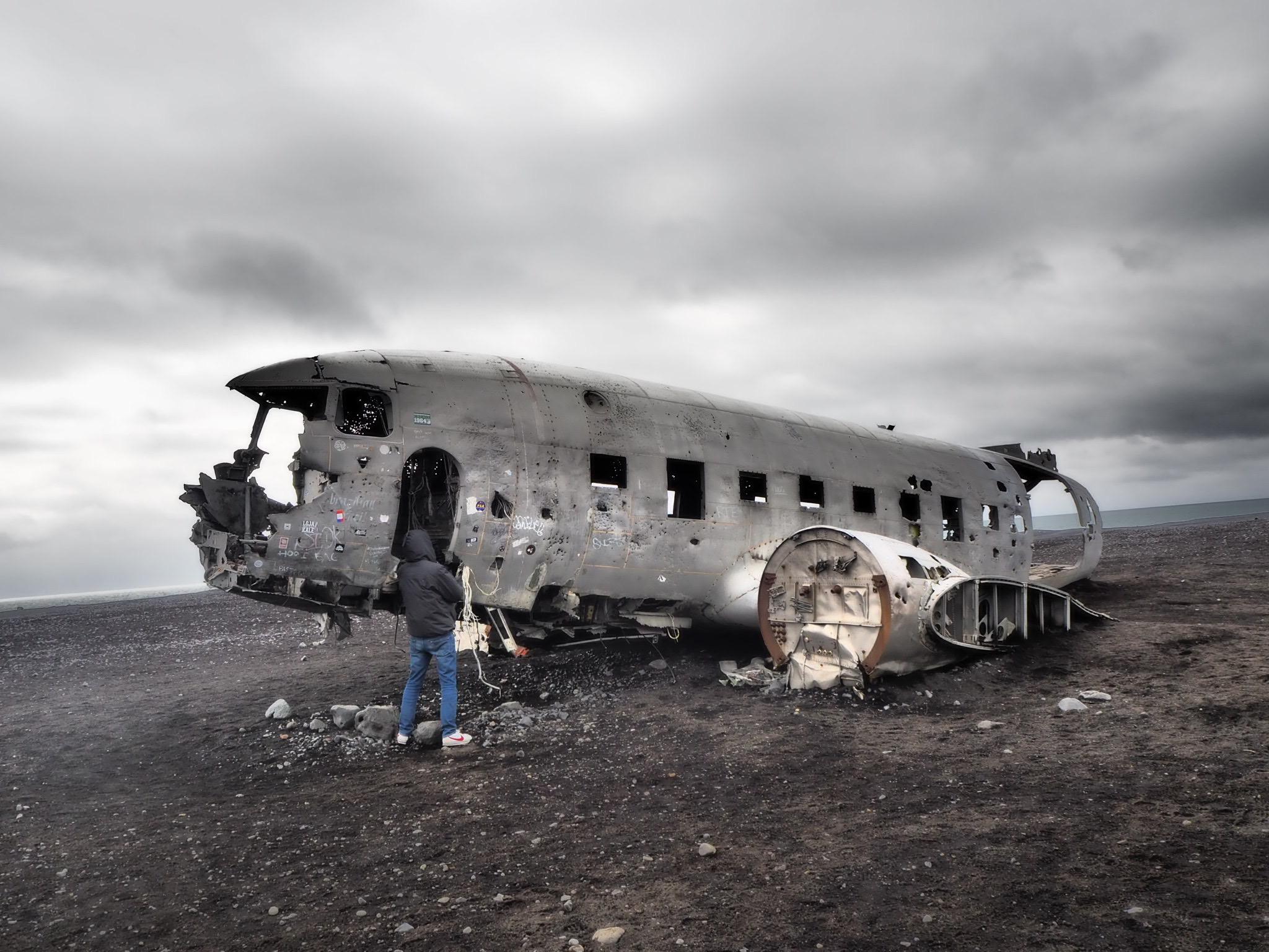 la plage de sable noir de Sólheimasandur ou se trouve la fameuse épave de DC-3 américain