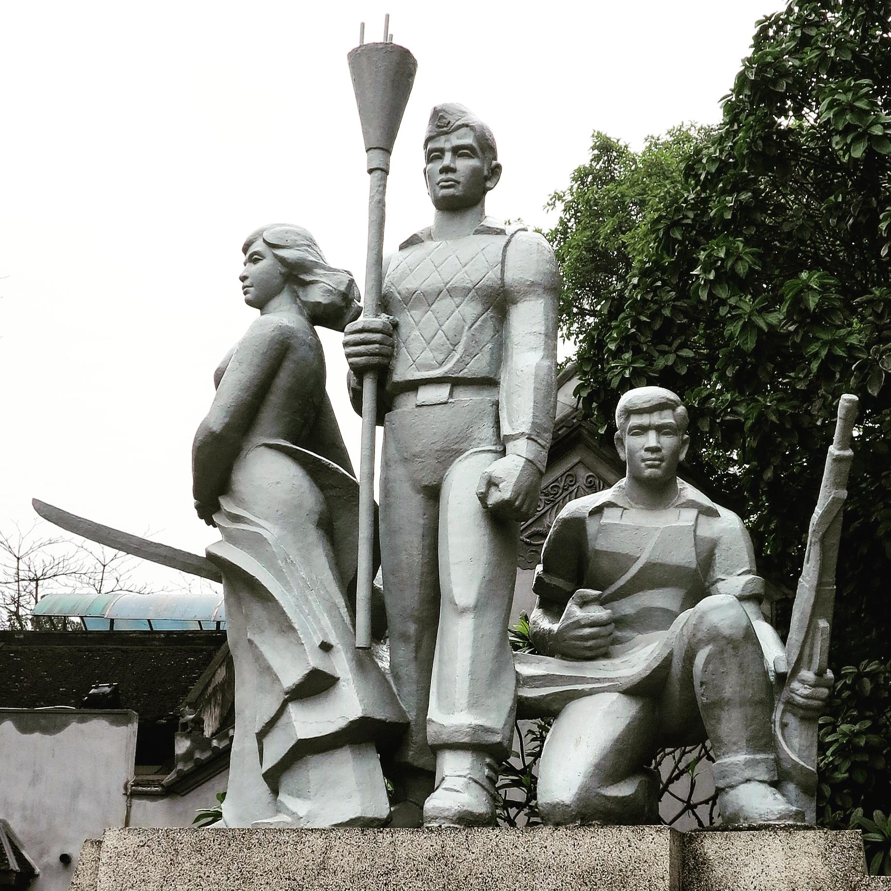 statue vietnam