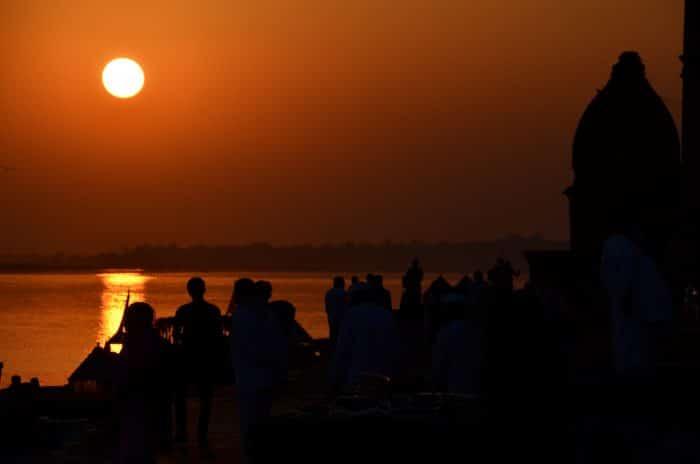 coucher de soleil sur les ghats