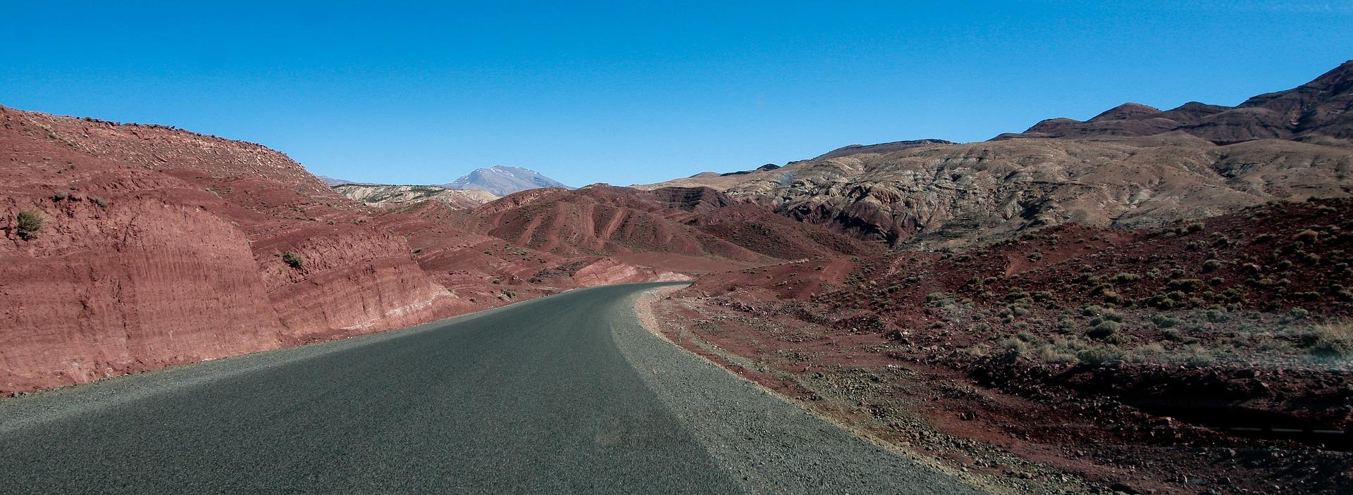 route dans l'atlas au maroc