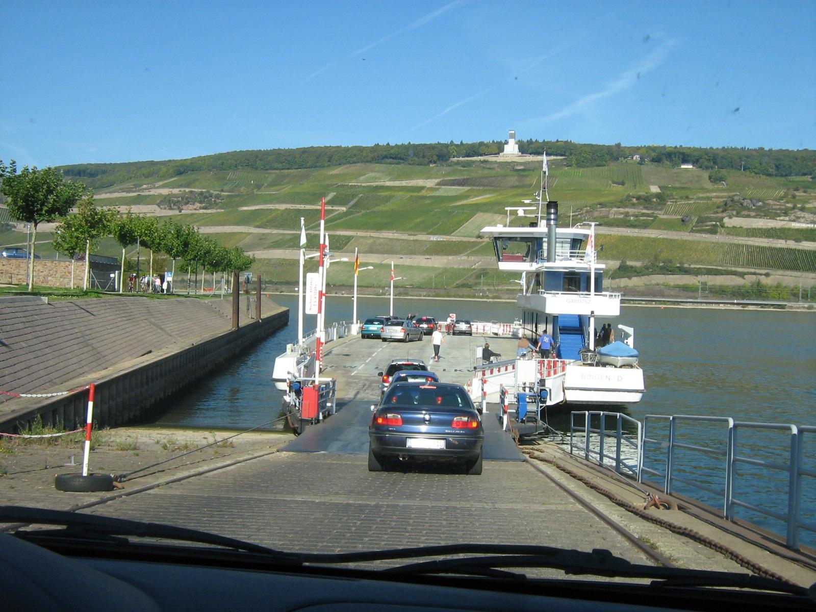 traversée bateau chargement voiture vallée du rhin