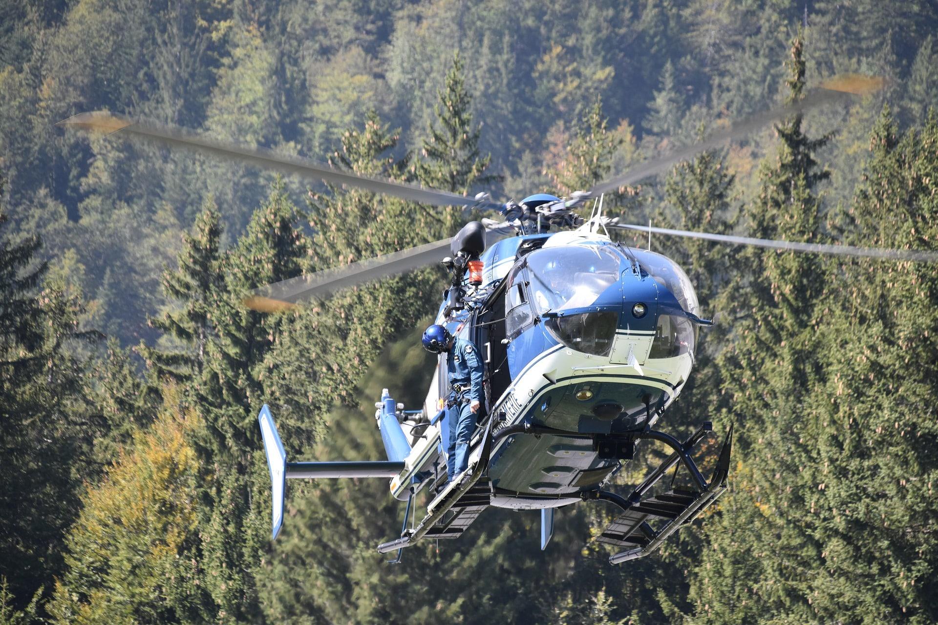 hélicoptère secours voyage