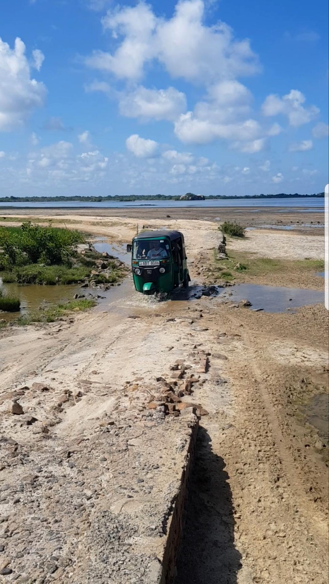 tuktuk-sri-lanka-road-trip