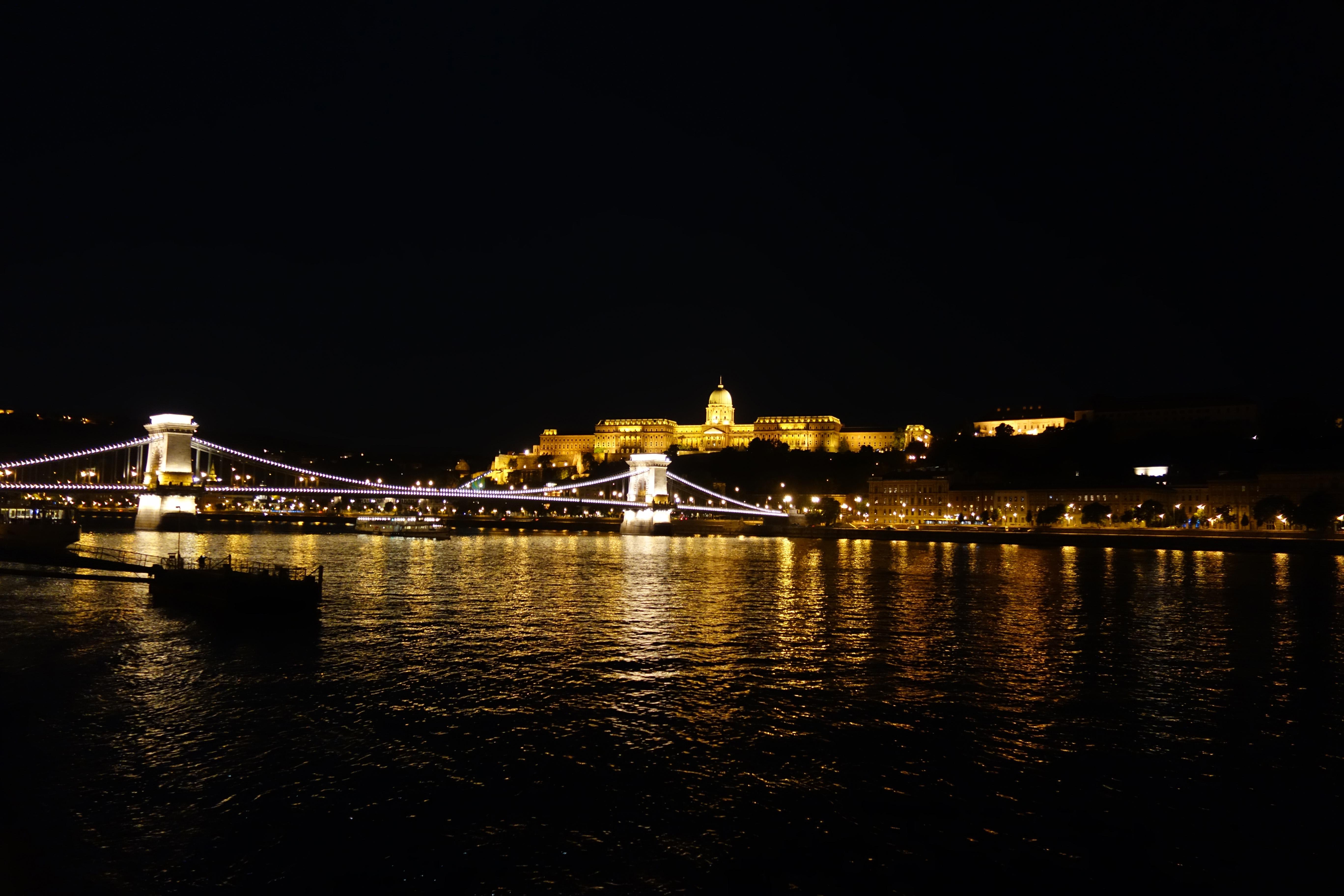le pont des chaînes de nuit