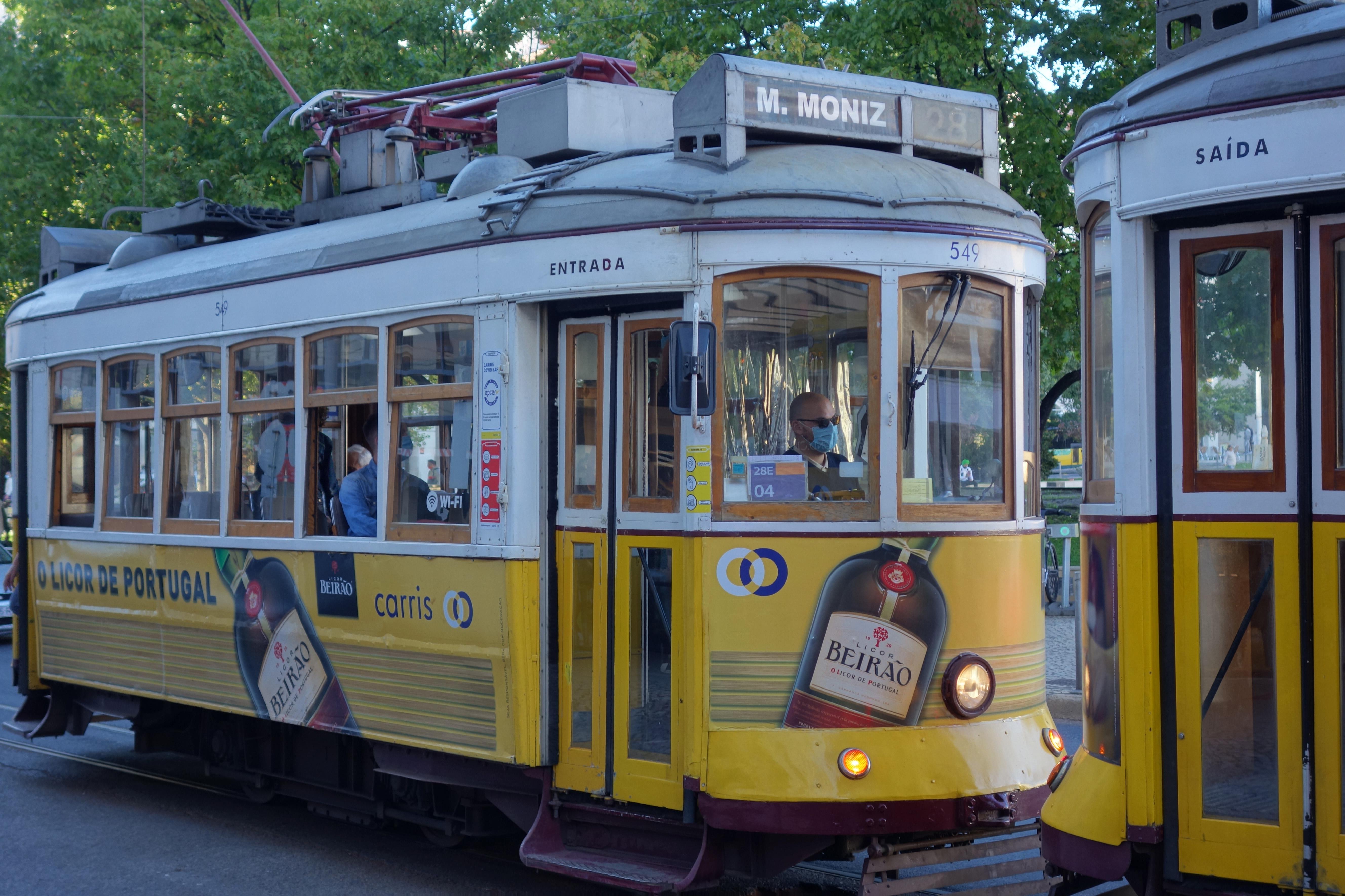 tram jaune lisbonne