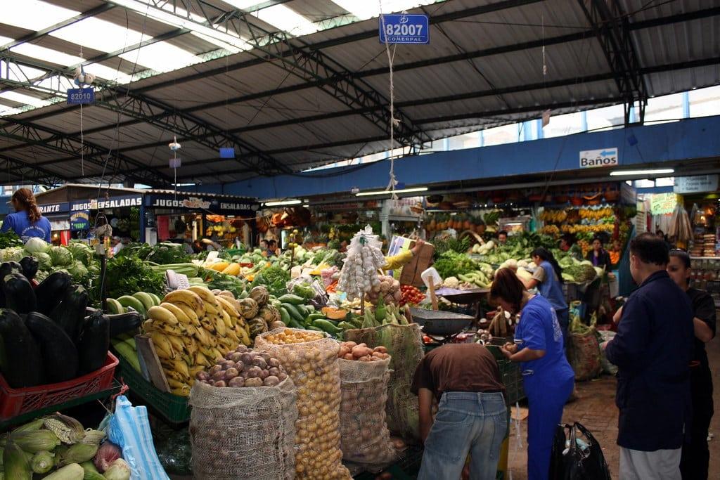 Faire un tour au marché de Paloquemao