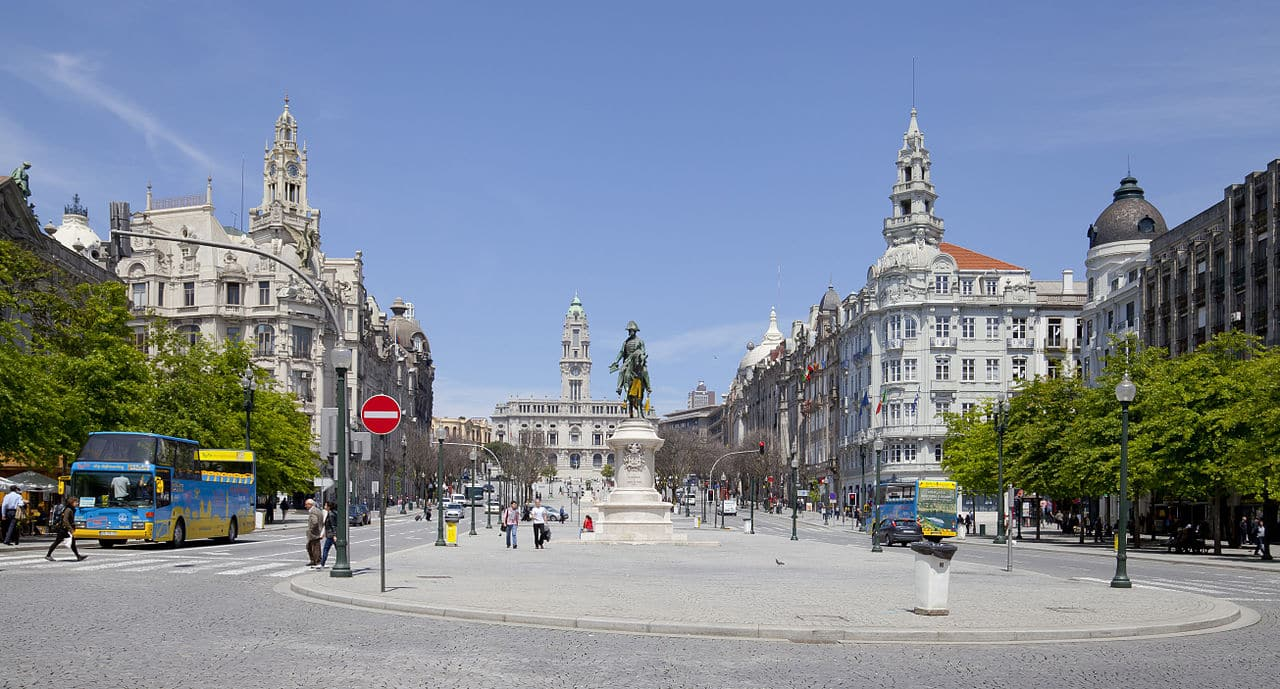Praça_da_Liberdade,_porto,_Portugal