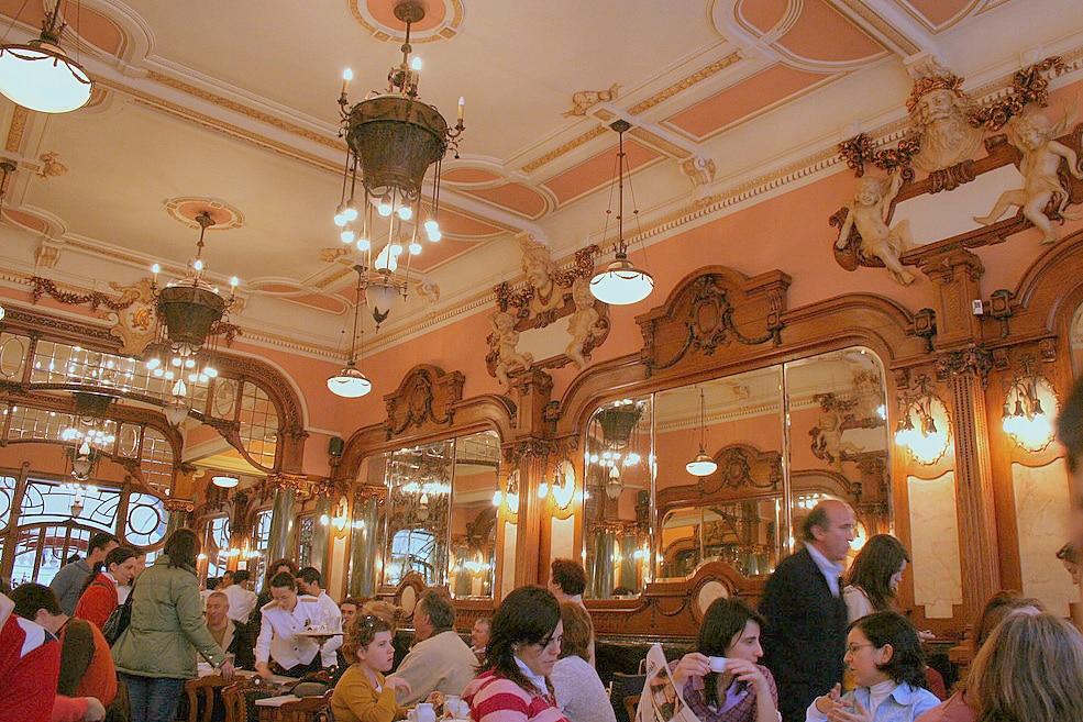 Cafe_Majestic_interior_(Porto)