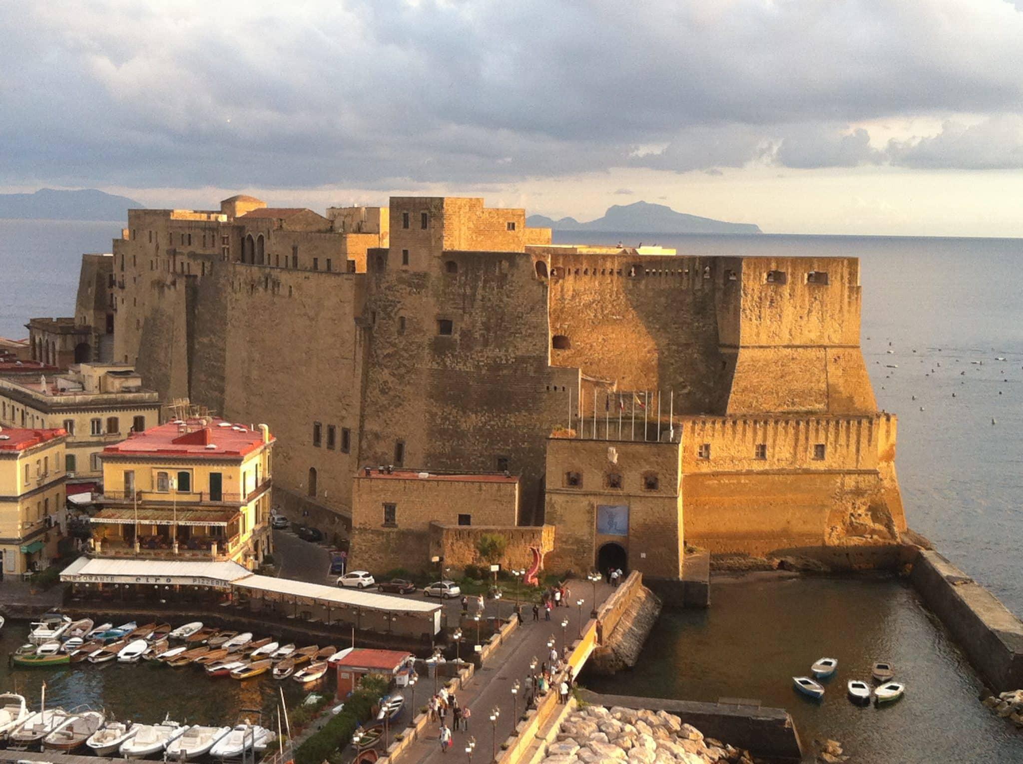 Castel_dell_Ovo,_Napoli,_Italy