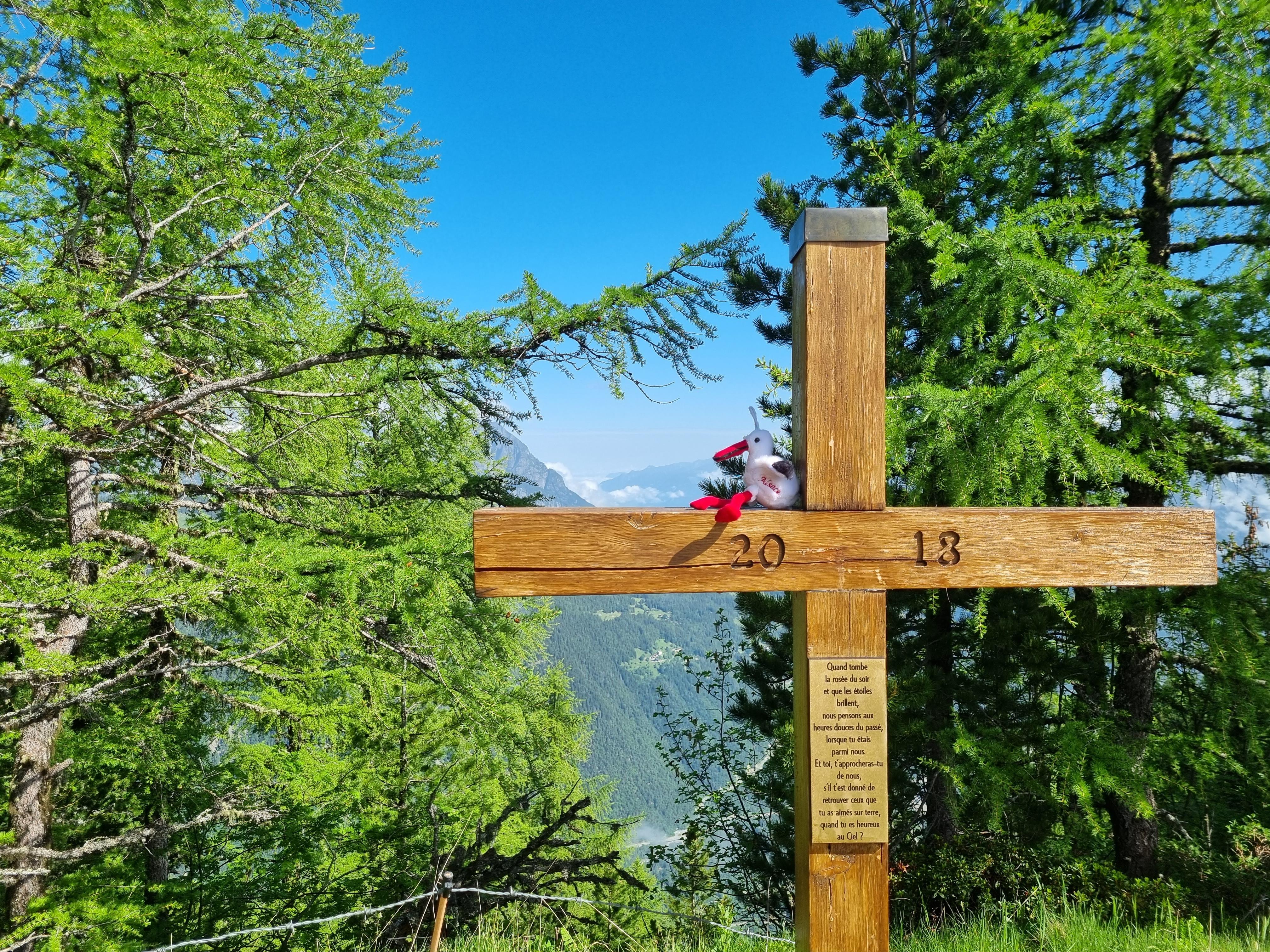 croix sur le tour du mont blanc