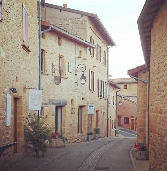 Le-village-des-pierres-dorées-de-Oingt-1